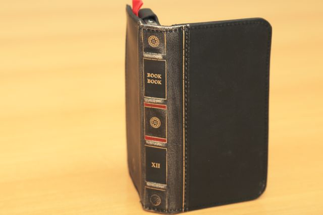 BookBook v2 for iPhone4S/4